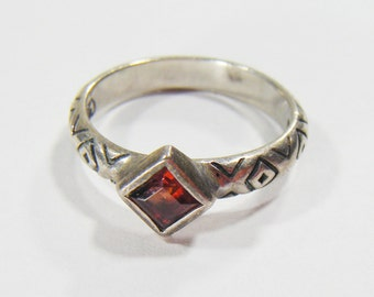 Vintage Silver 925 Ring w/ Red Stone Size 6
