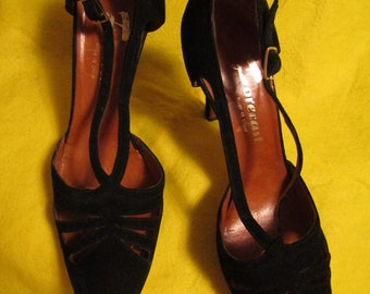1970's ladies Black SUEDE Side Out PUMPS by Forecast of Spain