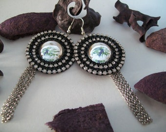 black and shiny earring with Rhinestone and cabochon