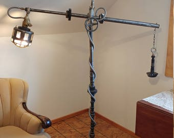 Industrial telescoping floor lamp
