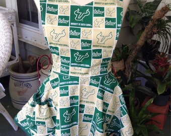 USF double Ruffle Apron with pocket