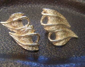 "Vintage 70's ""CORO"" CLIP-ON Earrings  Double Leaf Design"