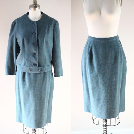 1960s Seafoam skirt suit // 1960s vintage suit // vintage suit