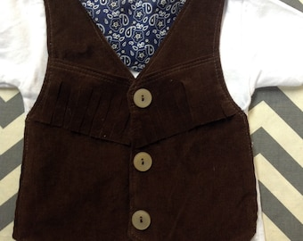 Cowboy Vest TSHIRT SHORT Sleeve Comfortable Baby Cowboy or Cowgirl Fringed Western Outfit with Brown Vest and Bandanna