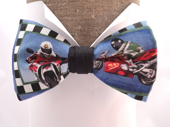 """Motorbikes pre tied bow tie, will fit neck size up to 20"""" (50cms)"""