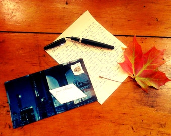 Subscription of 6 monthly letters sent in uniques handmade envelopes.