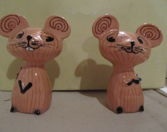 VINTAGE HOLT HOWARD salt and pepper shakers  cute as can be; great shape