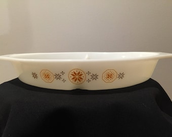 Vintage Pyrex Town and Country Divided Dish, 1.5 Quart
