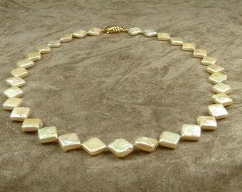 Pink Square Pearl Necklace (Κολιέ με Ροζ Τετράγωνα Μαργαριτάρια)