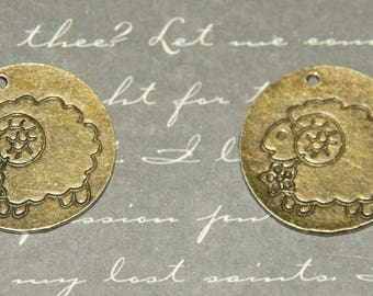 2 sheep and round 22mm bronze metal charms