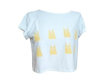 Weiß abgeschnitten T-Shirt mit Hasen Abbildung Muster gedruckt auf Vorderseite, süßes Shirt, Mädchen Shirt, Mädchen top