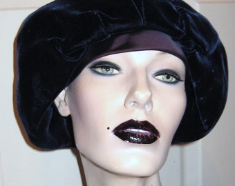 EDWARDIAN REVIVAL Navy Blue Velvet Cloche Beret Tilt HAT Satin Brim Vintage Deco Flapper Girl Style Fashion Accessory