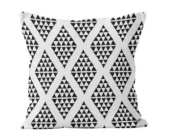 Triangle Pillow Cover, Losange Pillow cover, Nordic Design, Black and White Pillow cover, Scandinavian Pillow cover, Black Triangle Decor