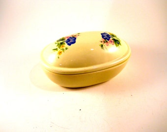 Antique cream Trinket box