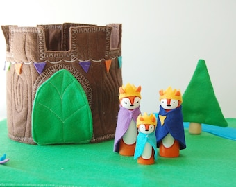 The Royal Foxes Woodland Round Castle - Wood Felt Playset- Complete Set - Felt Toy - Unique Gift