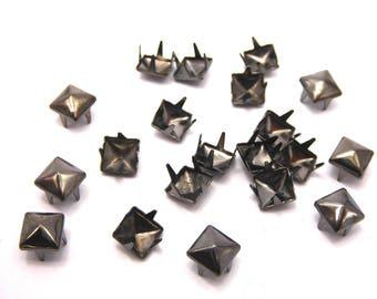 Sharp claws, black, square Stud 5 mm, set of 20