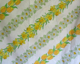 NOS Vintage Yellow Floral Full Fitted Sheet Daisies Daffodils Tulips
