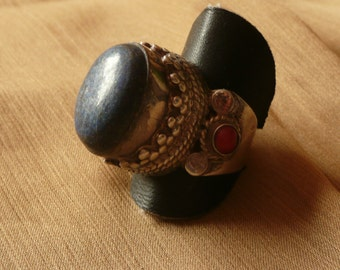 Vintage Silver Ring with Coral and Lapis Lazuli