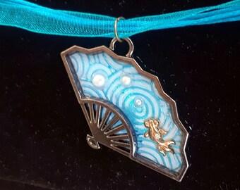 Blue Pearl Sparkle Goldfish Fan Necklace