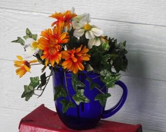 Cobalt verre pichet/Vase/Vintage des années 1970 / parfait état/1,5 pinte w bec / cuisine campagne Chic / ferme / Eté fleurs / cadeaux à moins de 30 ans