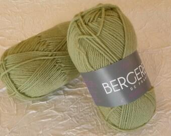 BALL OF WOOL BERGÈRE DE FRANCE - GREAT - OLIVINE GREEN.