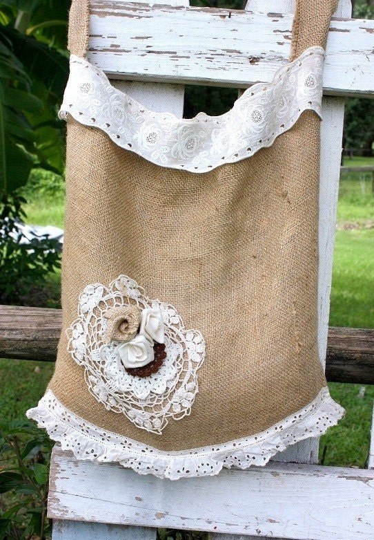 Shabby cottage burlap bag, featured in Haute Handbags,beach bag,market tote