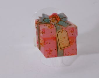 Ring gift package, pink and green, pastel