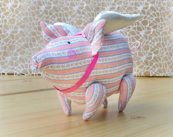 Stuffed pig Pig animal Little Pig toy Pig decor Cute pig Farm animal toy for travel Flying pig Plush pig animal When pigs fly Pink pig