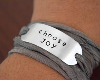 Choisir la joie ~ tamponné ruban autour du poignet