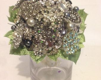 Vintage bridal wedding brooch bouquet