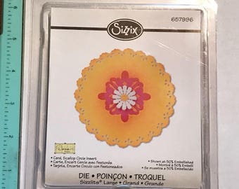 Scallop Circle Insert Card Large Sizzlit by Sizzix - New 657996