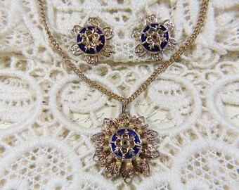 Unique Vintage Gold Star Necklace and Screwback Earrings Set - N-319 - Gold Star Demi Parure