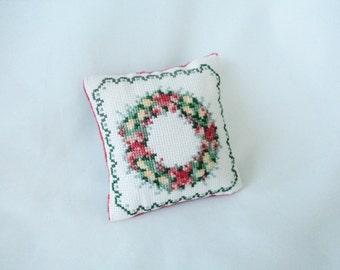 christmas cross stitch, cross stich pincushion, christmas wreath, handmade pincushion, cross stitch embroidery,