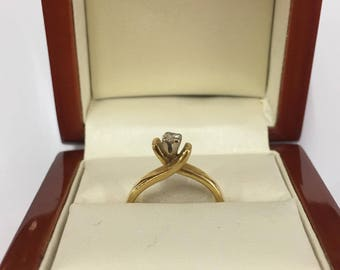 Vintage 18ct Yellow Gold Solitaire Diamond Ring on a Twist Size K