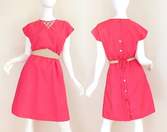 Sz 6 80s Hot Coral Valley Girl Dress - Vintage Women's Back Button Strappy Woven Trim Pink and Tan Belted Short Sleeve Knee Length Dress