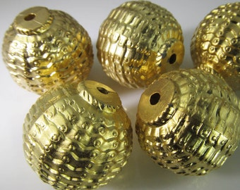 6 Vintage 22mm Round Matte Gold Ribbed and Textured Lucite Beads Bd1560