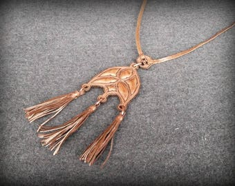 Pendant on neck with juniper and leather tassels,leather goods