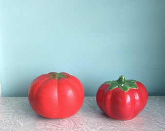 Tomato Salt & Pepper Shakers, Mismatched Tomato Salt and Pepper, Cute Mid Century Tomato Salt and Pepper Shakers, Nice Tomatoes