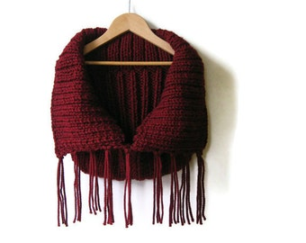 Cowl Scarf with Fringes in Burgundy Wool