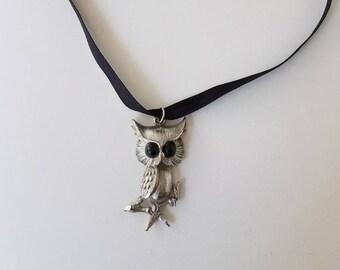 Vintage owl pendant choker - ooak