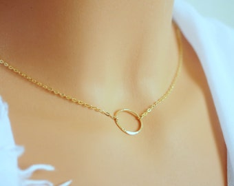 Eternity Necklace. Gift for mom. Gold Eternity Necklace. Gold Filled Hammered Circle. Eternity pendant. Gold Necklace. Gold Circle Necklace