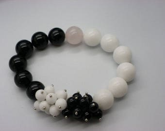 beautiful bracelet jade 12 mm black and white elastic with 2 flowers