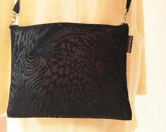 Black pouch with ramage.