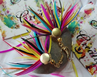 Earrings with multicolored feathers.