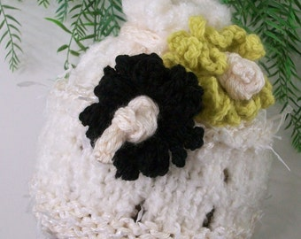 HAT  GIRLS KNITTED   Girls  Hat Removable Flowers  Beanie Off white