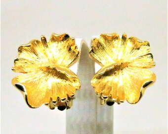 Lily Pad Earrings - Vintage, Gold Tone, Clip on