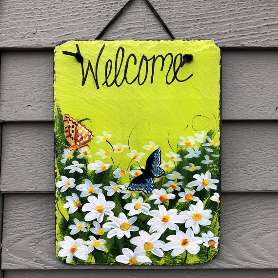 Welcome sign, Daisies & butterflies Slate Welcome sign, Spring Door hanger, Door decor, Yard Art, Welcome sign, door sign, garden decor
