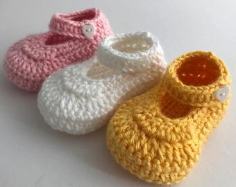 Baby girl booties. Pink crochet booties. Yellow crib shoes. White baby booties. Newborn gift. Baby shower gift.