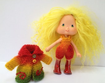 pdf knitting pattern - Cute coat and playsuit for vintage Strawberry Shortcake doll.