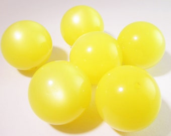 10 Vintage 19mm Lucite Yellow Round Moonglow Beads Bd802